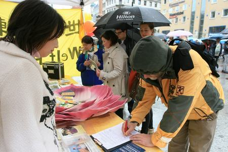 2013-5-13-minghui-germany-dafaday-03